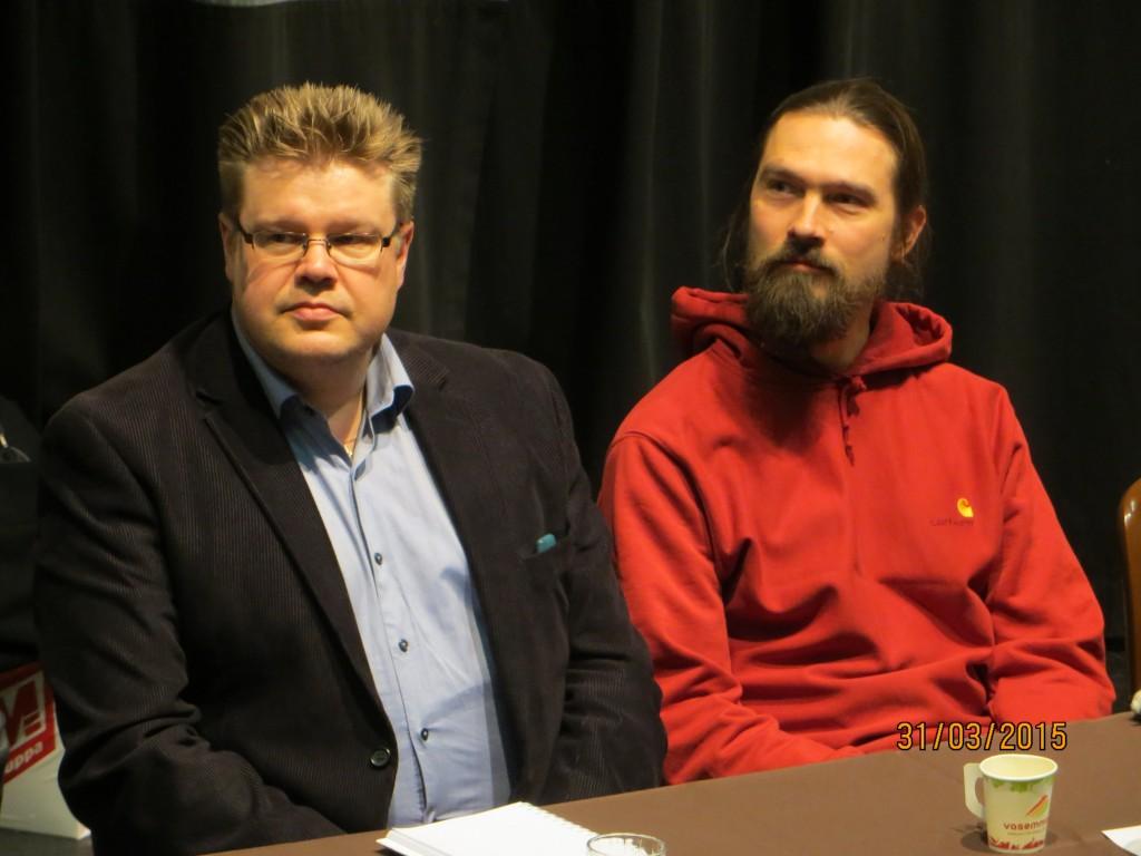 Jari ja Kaarlo Kivimäki eduskuntavaalipaneelissa Koivukylän kirjastossa 2015