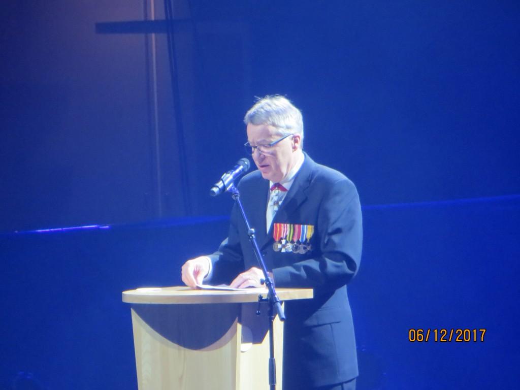 Kaupunginjohtaja Kari Nenonen piti juhlapuheen tehden kunniaa sotiemme veteraaneille ja toivottaen kaikkille tervetuloa Energia Areenalle, joka oli lähes täysi.