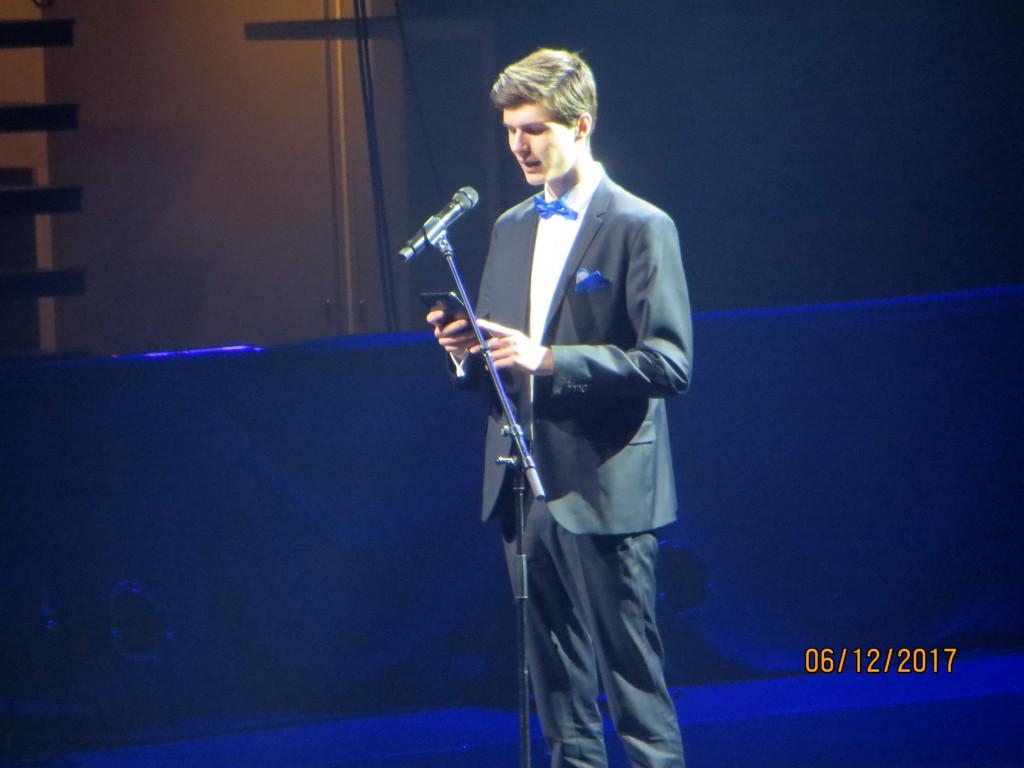 Nuoren puheen piti Aleksi Virolainen Martinlaakson lukiosta.